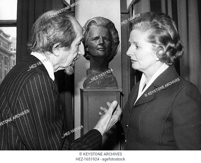 Margaret Thatcher with sculptor Oscar Nemon at the Carlton Club, London, 23rd January 1979. Margaret Thatcher was the first woman member of the famous club