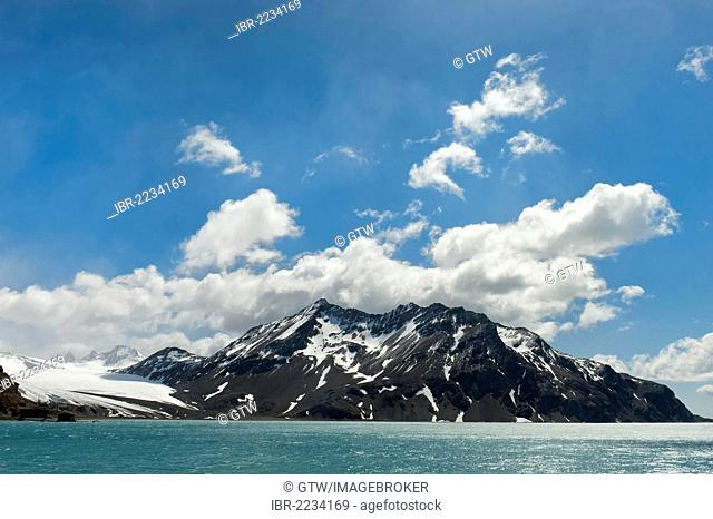 Snow covered mountains, Fortuna Bay, South Georgia Island