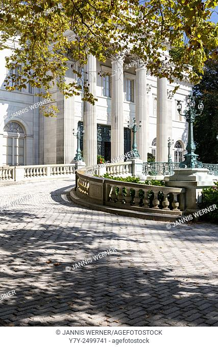 "Marble House, summer """"cottage"""" of Alva and Wiliam K. Vanderbilt in Newport, RI, USA"