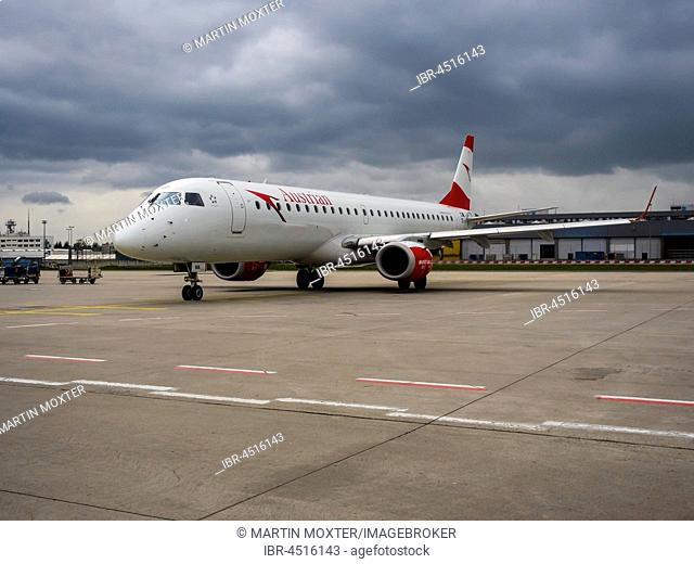 Airplane of Airline Austrian at Rollfeld, Frankfurt Airport, Frankfurt am Main, Hesse, Germany