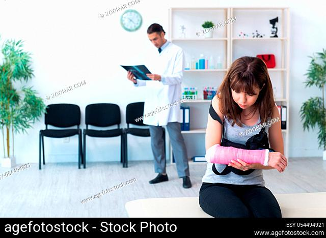 The young woman visiting male doctor traumatologist