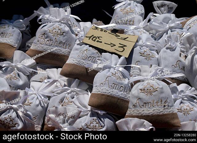 Duftsaeckchen in Sault, Vaucluse, Frankreich - Perfume bags in Sault, Vaucluse, France