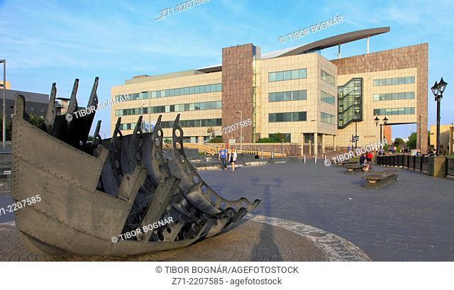 UK, Wales, Cardiff, Bay, Merchant Seafarers' War Memorial, Atradius Building,