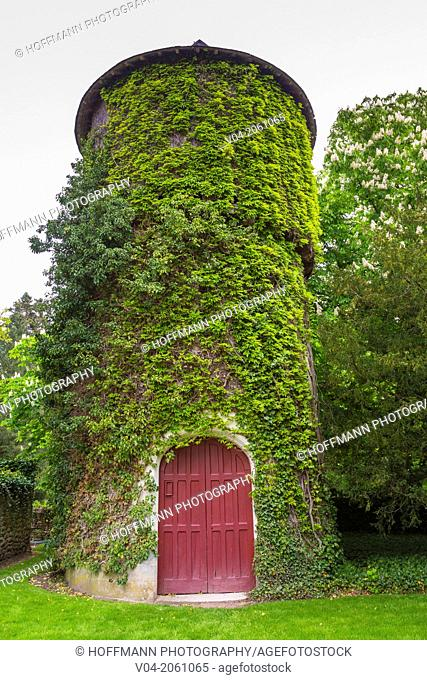 Overgrown tower on the grounds of the Château de Chenonceau (Chenonceau Castle) in the Loire Valley, Indre-et-Loire, France, Europe