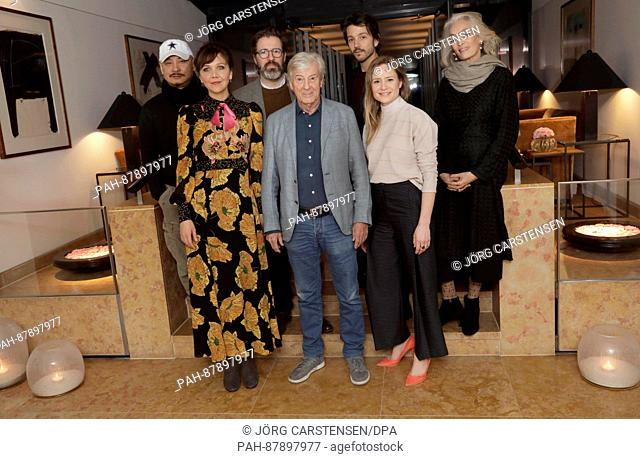 The international jury of the Berlinale, comprising of Wang Quan'an (l-r), Maggie Gyllenhaal, Olafur Eliasson, Paul Verhoeven, Diego Luna