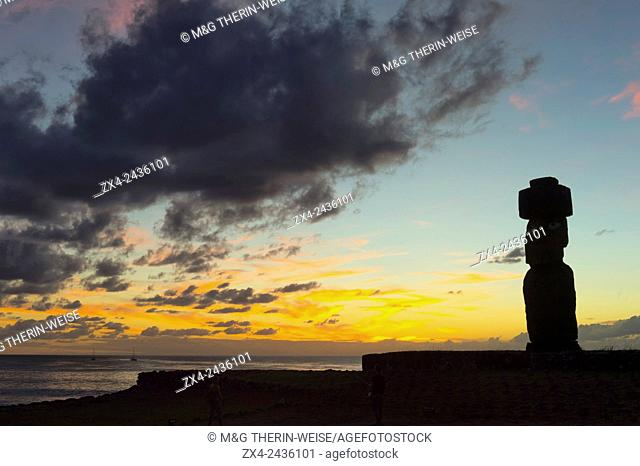 Tahai ceremonial complex at sunset, Hanga Roa, Rapa Nui National Park, Easter Island, Chile, Unesco World Heritage