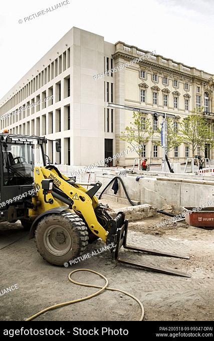 18 May 2020, Berlin: Construction workers are working on the Humboldt Forum construction site. The new construction of the City Palace as a museum is to open...
