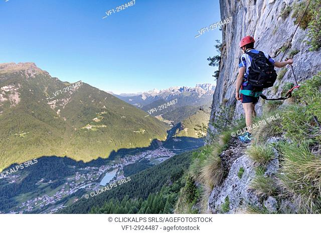 Europe, Italy, Veneto, Agordo, mountain climber on the via ferrata Fiamme Gialle at Palazza Alta of Pelsa, Civetta group, Dolomites