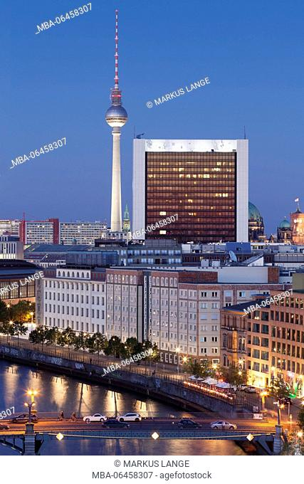View over the Spree to the television tower, the Mitte district of Berlin, Berlin, Germany