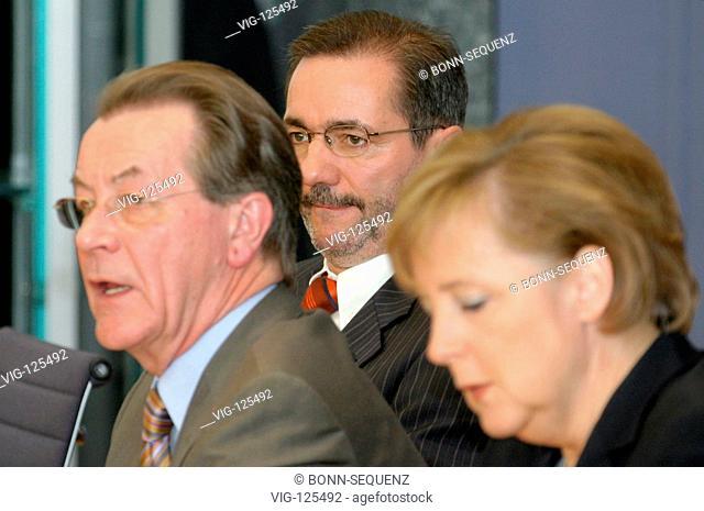 Matthias PLATZECK (SPD), designate party chairman, Franz MUENTEFERING (SPD), Federal Minister for Labour and vice-chancellor, and Angela MERKEL (CDU)