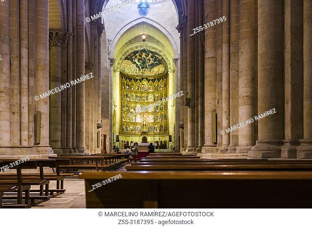 Nave of Old Cathedral, one of the two cathedrals of Salamanca, Castilla y Leon, Spain, Europe