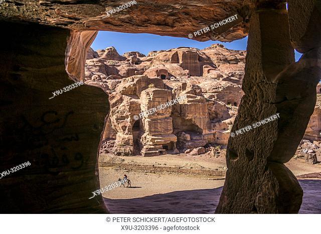 Felsgrab aus rotem Sandstein, Petra, Jordanien, Asien   red Sandstone Rock-cut tomb, Petra, Jordan, Asia