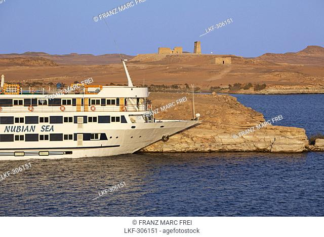 Cruise ship and the temples of Dakka and the Maharraqa right, Lake Nasser, Egypt, Africa