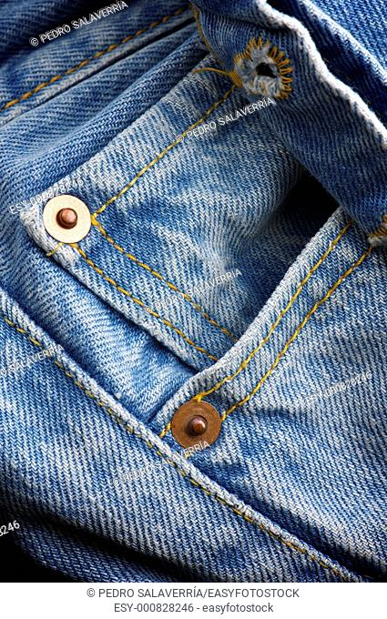 Pocket and close buttonhole closure of a blue jeans