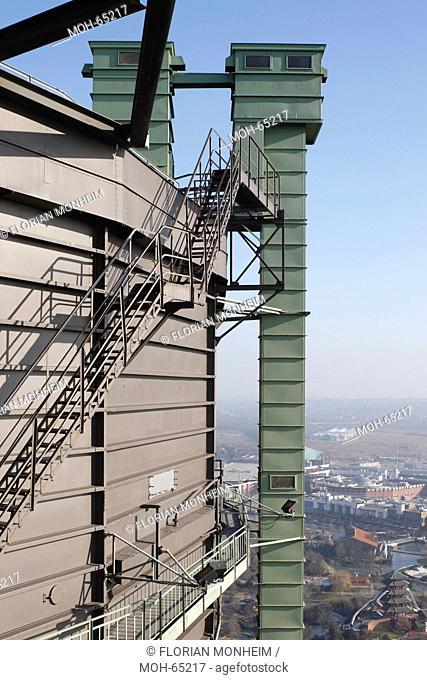 Treppen am obersten Stockwerk, Blick auf die Neue Mitte, CentrO
