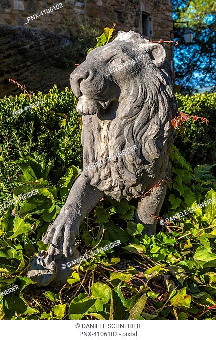France, Luberon, Vaucluse, Menerbes, statue of a lion in the courtyard of the castle (Most Beautiful Village in France)