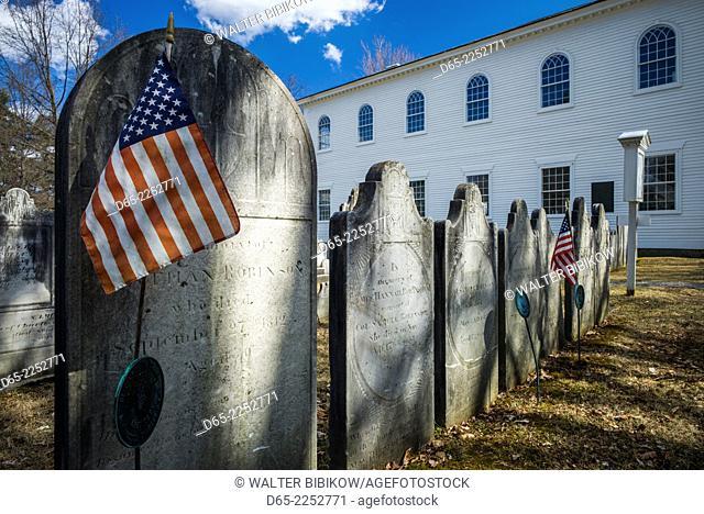 USA, Bennington, Old First Church Burying Ground, gravestones with US flag