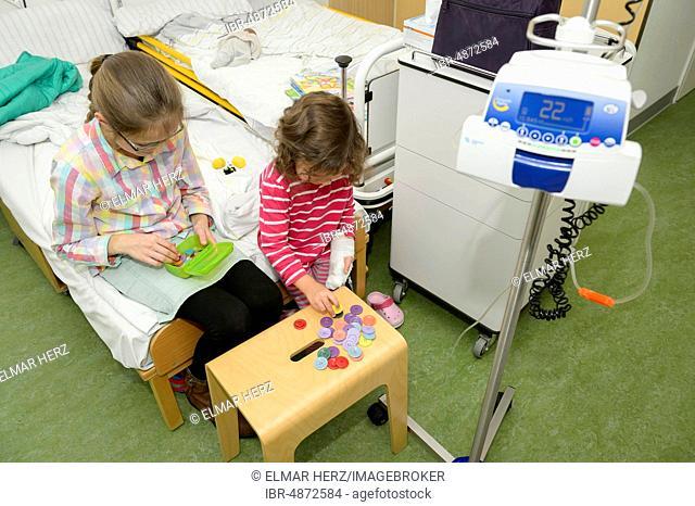 Girl, 3 years, visit of sister, 12 years, in hospital, Germany