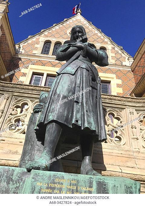 Jeanne d'Arc in front of Hôtel Groslot, 2 Place de l'Étape, 45000 Orléans, France. . Photo: André Maslennikov