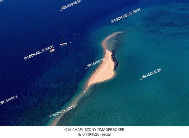 Langford Island and sailboats, Whitsunday Islands, Queensland, Australia