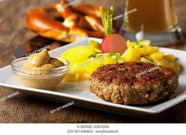 Bayerischer Hackbraten mit Kartoffelsalat