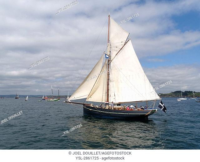 Agnes Isles of Scilly : wooden pilot cutter (replica of a cutter pilot Scilly Islands 1841), built in 2003, shipyard : . Work Sail (St Mawes)