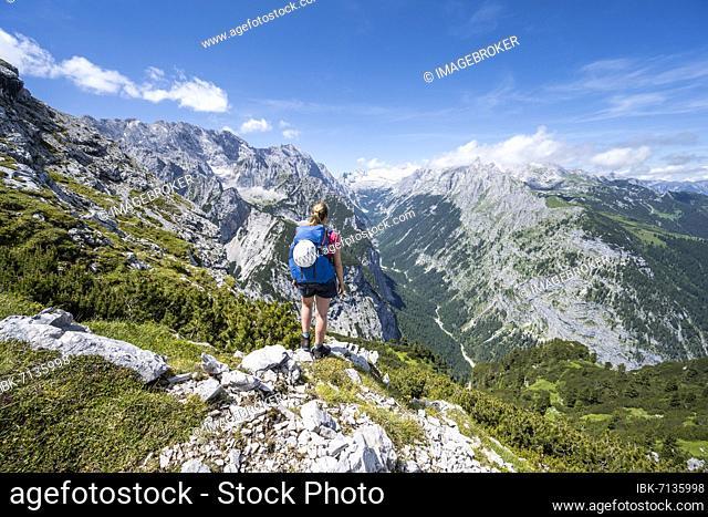 Hiker looking into the Reintal valley, Zugspitze with Zugspitzplatt glacier in the background, hiking trail to the Meilerhütte, Wetterstein Mountains