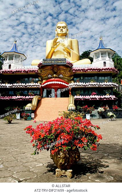 BIG BUDDHA & GOLDEN TEMPLE; DAMBULLA, SRI LANKA; 08/03/2013