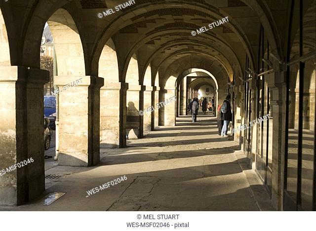 France, Paris, Place des Vosges, arcades