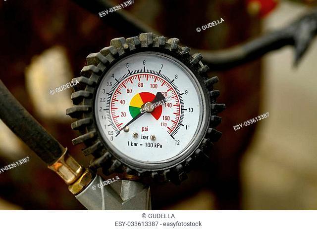 Manometer for car tyre pressure setting