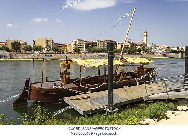 River Ebro. Tortosa. Lo Sirgador boat. Tarragona province, Catalonia, Spain