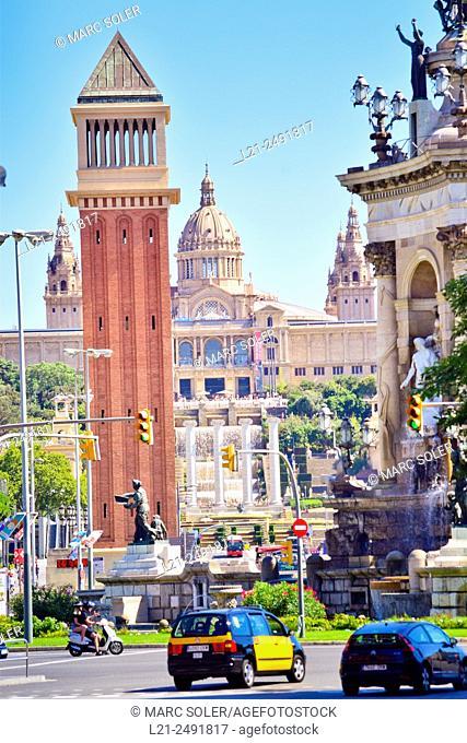 Palau Nacional, National Palace MNAC, Venetian tower and fountain. Plaça Espanya, Plaza España, Barcelona, Catalonia, Spain