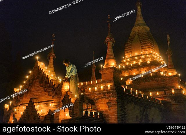 Myanmar, Bagan, Shwe Mann temple, Thadingyut festival of lights