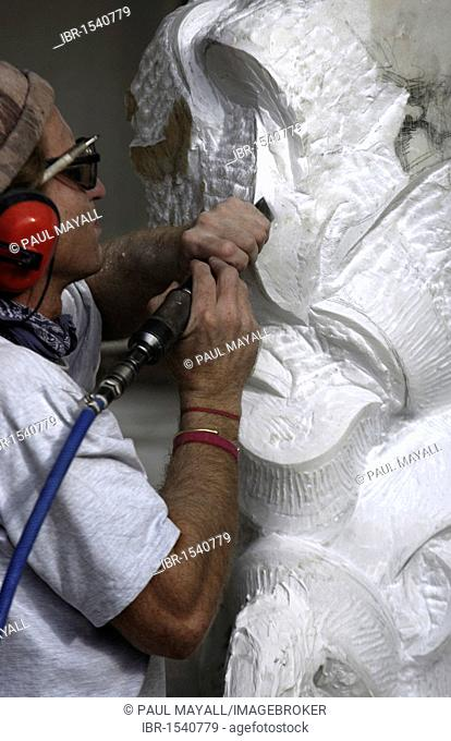 Marble sculpturer at work, Pietrasante, Tuscany, Italy, Europe