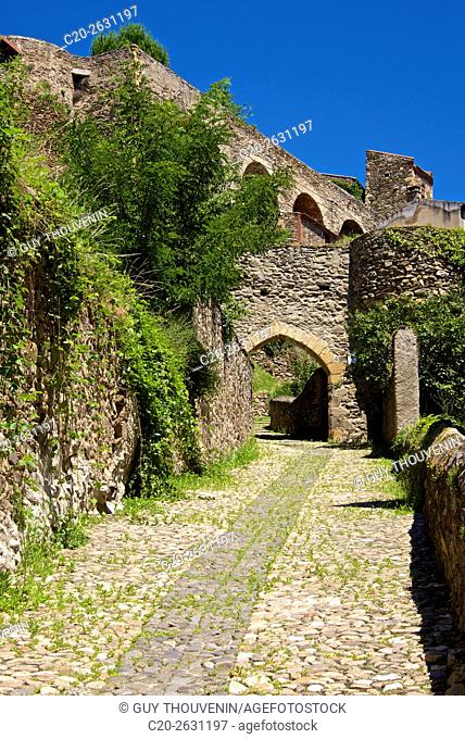 Brugelet gate, 15th. , and rampart walls, Auzon, 43, Haute Loire, France