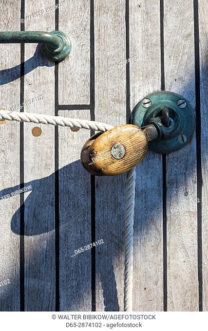 USA, Massachusetts, Cape Ann, Gloucester, America's Oldest Seaport, Gloucester Schooner Festival, schooner sail pulley