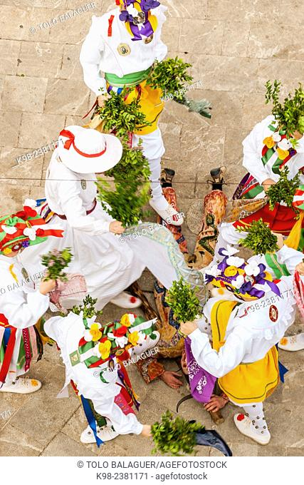 cossiers dancing, Majorcan folk dancing, Algaida, Mallorca, Balearic Islands, Spain