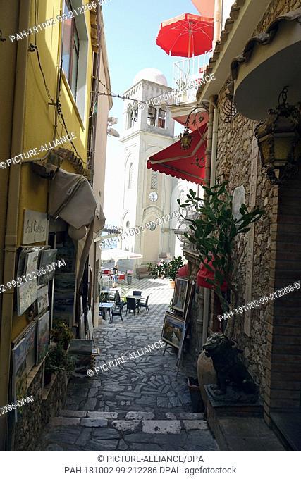 06 September 2018, Italy, Castelmola: 06 September 2018, Italy, Castelmola: Souvenir shops with typical Sicilian handicrafts in an alley in the mountain village...