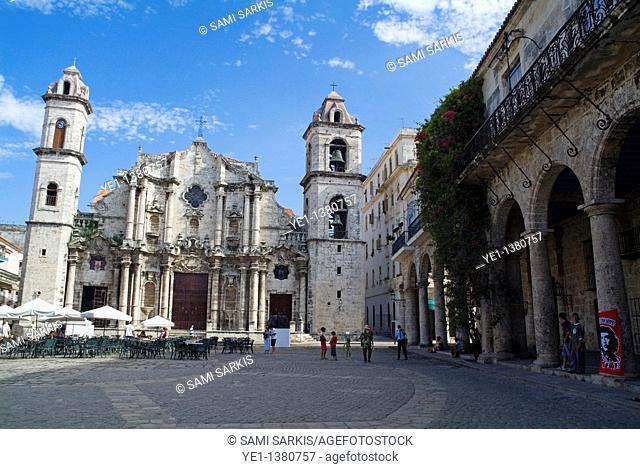Cobblestone courtyard surrounded by Cathedral de San Cristobal and Palacio de los Marqueses de Arcos, Havana, Cuba
