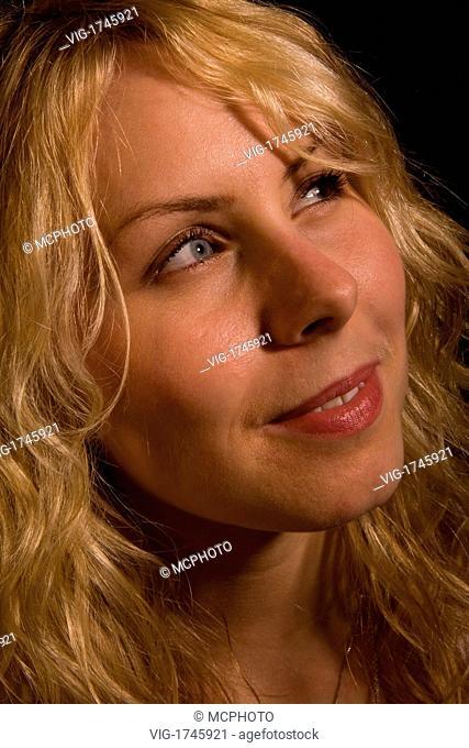 portrait of a young blonde seductive woman - 06/12/2007