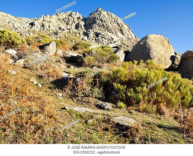 Sun cliff and the Sierra de la Paramera. Navandrinal. Avila. Castilla Leon. Spain. Europe