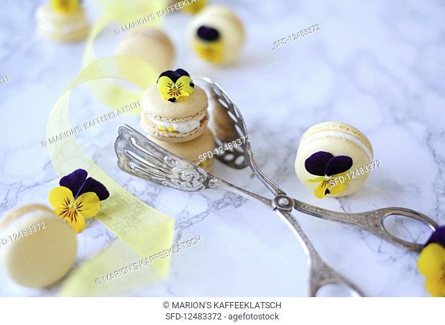Lemon drizzle macaroons