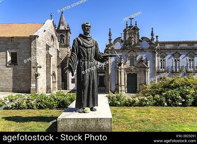 Statue of Saint Francis and the Church of Saint Francis Igreja de São Francisco, Guimaraes, Portugal, Europe