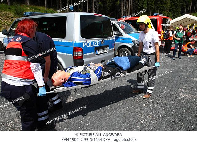 22 June 2019, Thuringia, Goldisthal: An injured actor is transported away during an emergency exercise in the Fleckberg tunnel