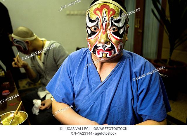 Actor of Pekin Opera making up  Laoshe Teahouse  Nº3 Qianmen Avenue West,Beijing, China