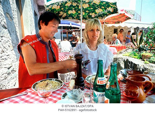 Austrian singer and songwriter Udo Juergens with his girlfriend on vacation at Lago Maggiore (Italy) on 31 July 1984.   usage worldwide