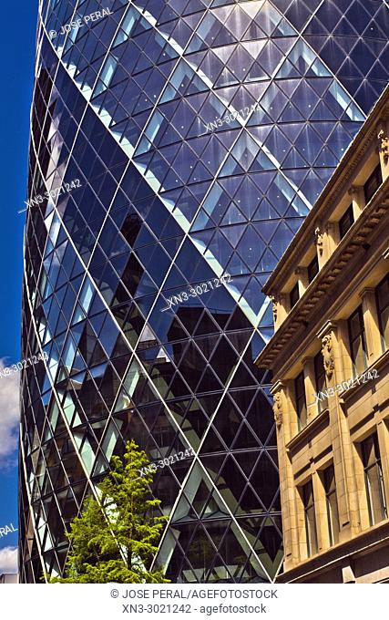 30 St Mary Axe, also known as the Swiss Re Tower or The Gherkin, Norman Foster architect, City of London, London, England, UK, United Kingdom, Europe