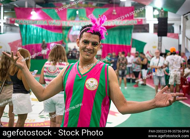 """21 February 2020, Brazil, Rio de Janeiro: A man is wearing bright colours, glitter and feathers during a rehearsal at the samba school """"""""Estacao Primeira de..."""