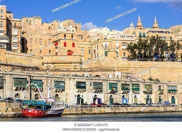 Malta, Valletta, city listed as World Heritage by UNESCO, overlooking the ramparts and Porte Victoria (1885)