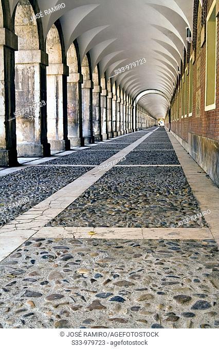 Soportales en Aranjuez  Madrid  España